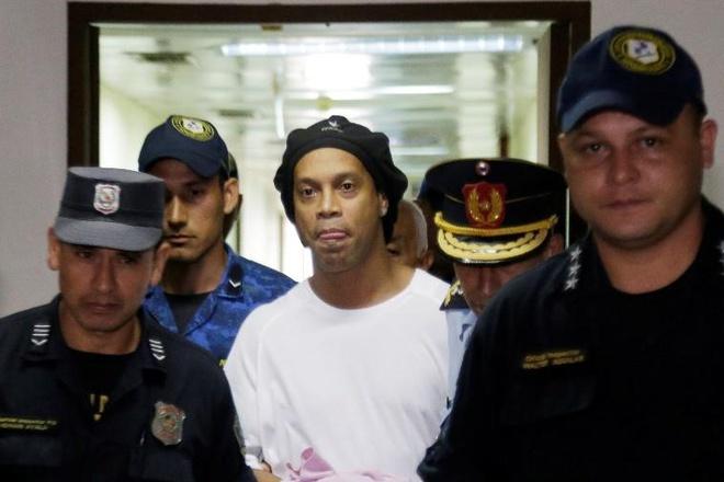 Tiền nhiều cũng không thể giúp được Ronaldinho-1