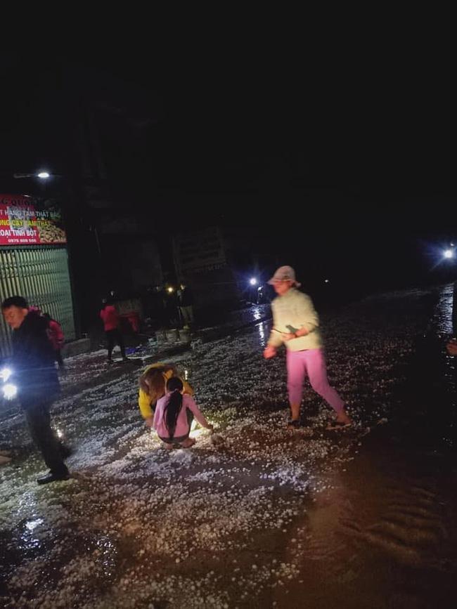 Mưa đá kinh hoàng ở Lai Châu, Lào Cai: Mật độ dày đặc, hạt mưa to như quả trứng gà-3