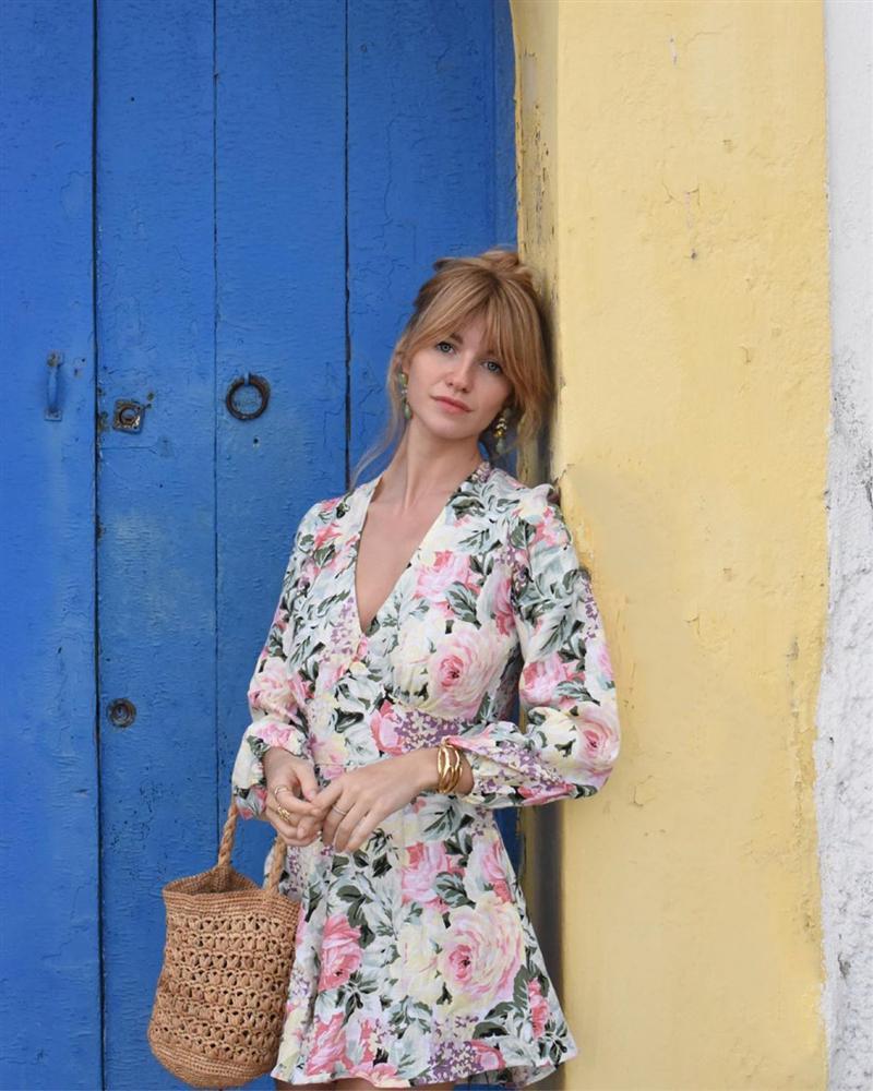 Thực ra phụ nữ Pháp cũng rất điệu, mê mẩn đồ họa tiết hoa và diện theo cách vô cùng sang xịn, tinh tế-13