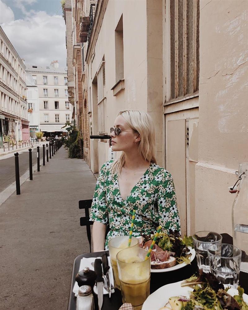 Thực ra phụ nữ Pháp cũng rất điệu, mê mẩn đồ họa tiết hoa và diện theo cách vô cùng sang xịn, tinh tế-2
