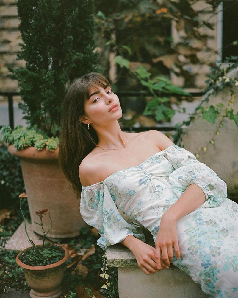 Thực ra phụ nữ Pháp cũng rất điệu, mê mẩn đồ họa tiết hoa và diện theo cách vô cùng sang xịn, tinh tế-7