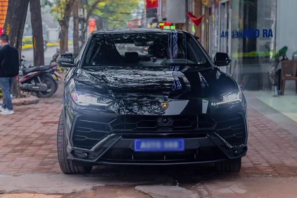 Đại gia Hà Nội chi 22 tỷ tậu Lamborghini Urus màu đen độc nhất Việt Nam-1