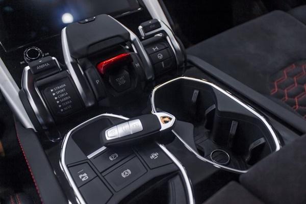 Đại gia Hà Nội chi 22 tỷ tậu Lamborghini Urus màu đen độc nhất Việt Nam-4