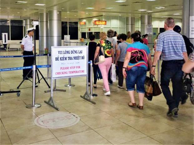 Đại diện sân bay Nội Bài lên tiếng về vụ việc nhóm hành khách gây ồn ào, đòi tự cách ly-2
