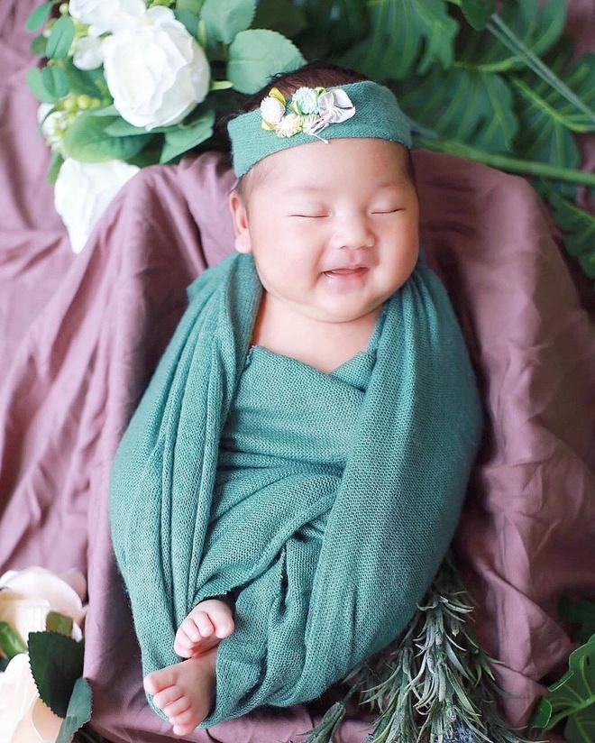 Sỹ Luân và bạn gái giáo viên đón con gái đầu lòng-2