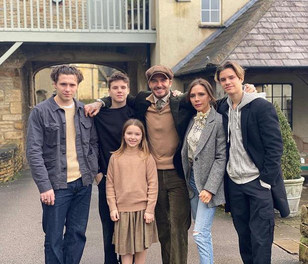 Giữa đại dịch COVID-19, lời kêu gọi của David Beckham gây bão Instagram: Tôi ở nhà vì sức khoẻ của Victoria và các con-2
