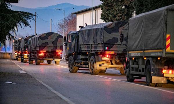 Đoàn xe quân sự Italy chở thi thể rời khỏi Bergamo-1
