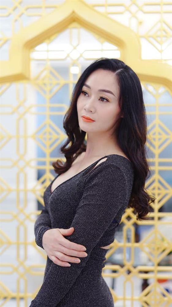 Nữ diễn viên xinh đẹp, chuyên đóng vai hoa hậu giờ ra sao?-11