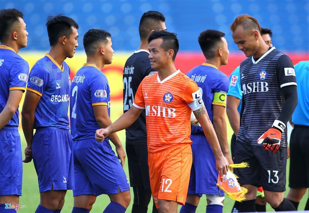 Cầu thủ Việt Nam thay đổi cách giao tiếp trên sân cỏ-3