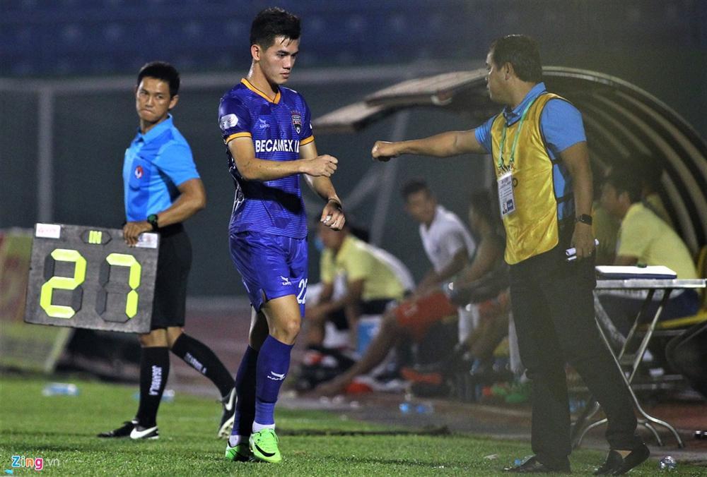 Cầu thủ Việt Nam thay đổi cách giao tiếp trên sân cỏ-4