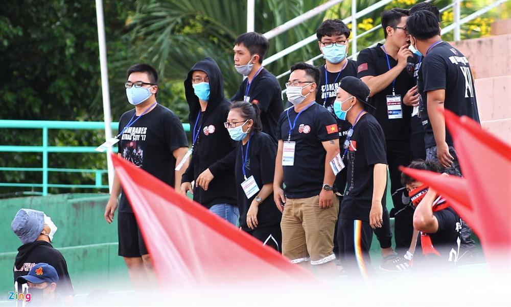 Cầu thủ Việt Nam thay đổi cách giao tiếp trên sân cỏ-7