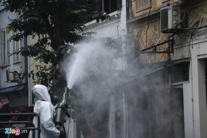 Xem xét đóng các cửa hàng ăn uống quanh Bệnh viện Bạch Mai-1