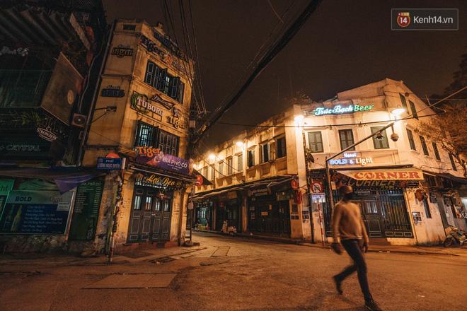 Hưởng ứng lời kêu gọi, hàng loạt hàng quán ở Hà Nội rủ nhau đóng cửa vô thời hạn để chống lại dịch Covid-19-2
