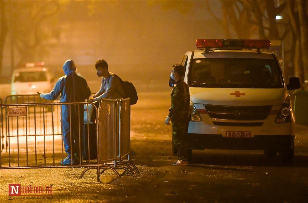 Trắng đêm đón công dân từ vùng dịch vào khu cách ly-3