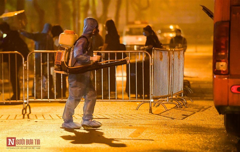 Trắng đêm đón công dân từ vùng dịch vào khu cách ly-15