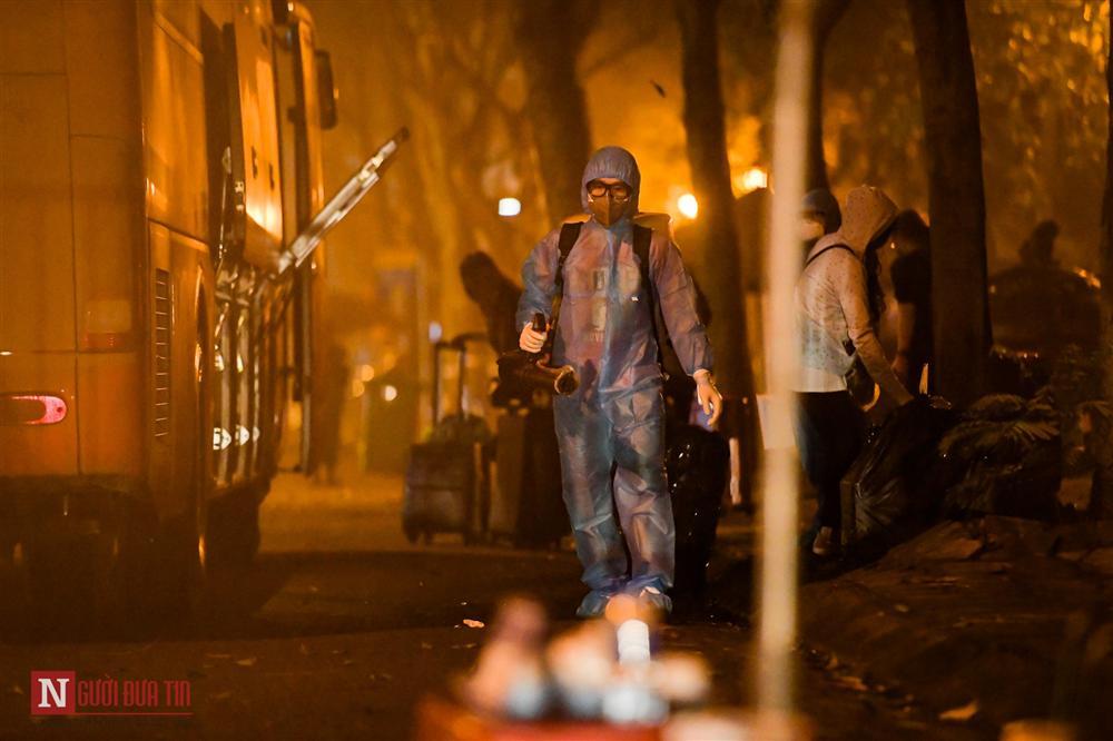 Trắng đêm đón công dân từ vùng dịch vào khu cách ly-16