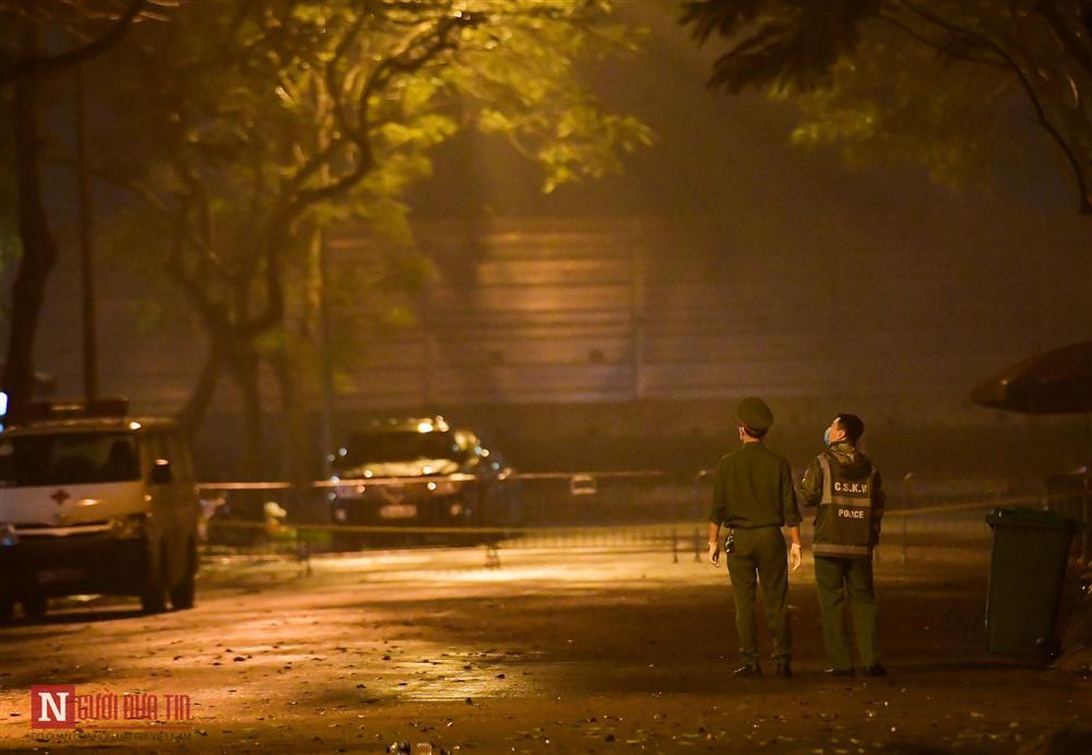 Trắng đêm đón công dân từ vùng dịch vào khu cách ly-17
