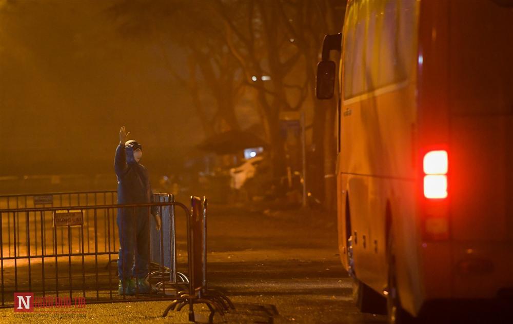 Trắng đêm đón công dân từ vùng dịch vào khu cách ly-6