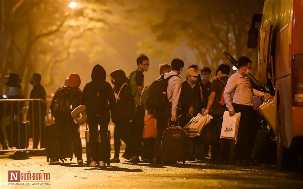 Trắng đêm đón công dân từ vùng dịch vào khu cách ly-9