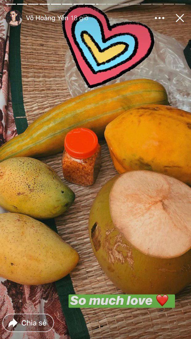 Đại gia khu cách ly gọi tên Võ Hoàng Yến: Bánh kẹo, hoa quả, vật dụng cá nhân nhiều đến mức mở cả tiệm tạp hoá cơ!-3
