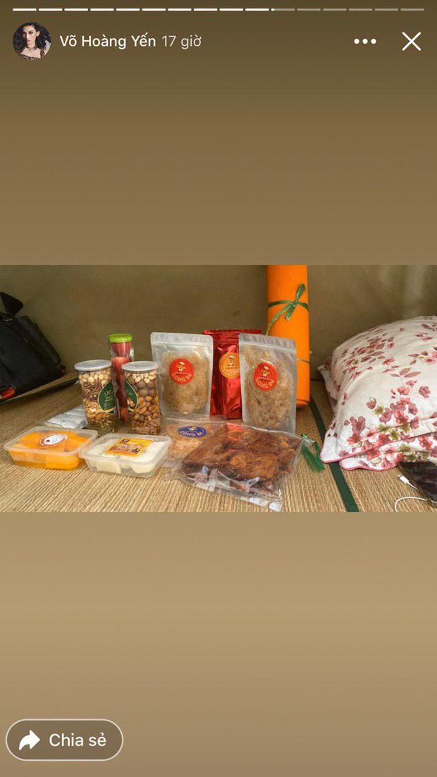 Đại gia khu cách ly gọi tên Võ Hoàng Yến: Bánh kẹo, hoa quả, vật dụng cá nhân nhiều đến mức mở cả tiệm tạp hoá cơ!-2