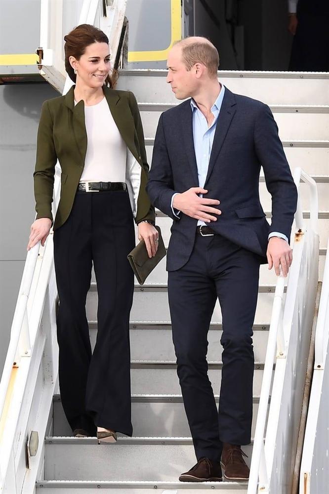 Lần đầu tiên Công nương Kate diện nguyên bộ suit, là học phá vỡ quy tắc Hoàng gia từ Meghan?-5