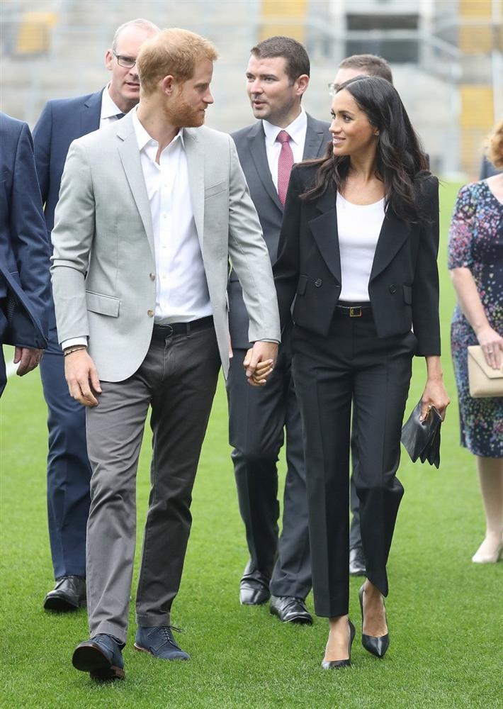 Lần đầu tiên Công nương Kate diện nguyên bộ suit, là học phá vỡ quy tắc Hoàng gia từ Meghan?-6