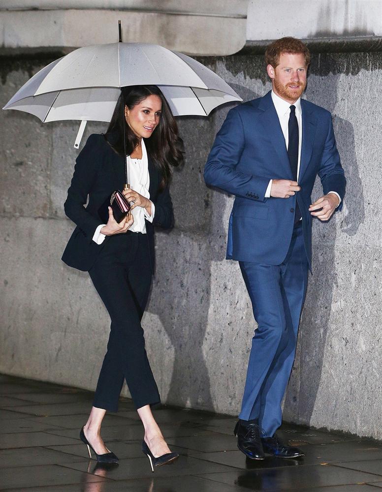 Lần đầu tiên Công nương Kate diện nguyên bộ suit, là học phá vỡ quy tắc Hoàng gia từ Meghan?-8