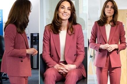 Lần đầu tiên Công nương Kate diện nguyên bộ suit, là