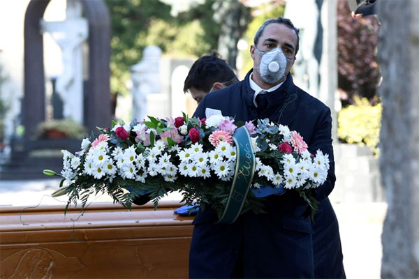 Italy có gần 800 ca tử vong vì virus một ngày, mức cao chưa từng có-1