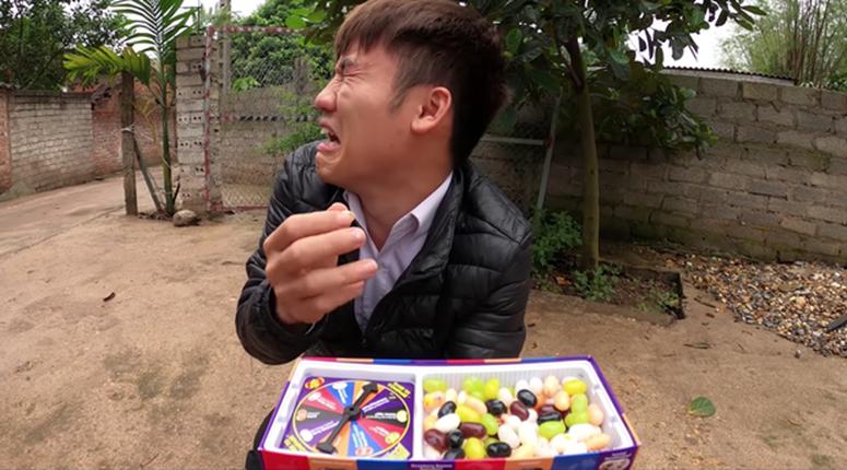 """Con trai bà Tân Vlog lại bị tố là diễn lố, bắt trend cũ rích"""" khi mang món kẹo thối đi troll mẹ-3"""