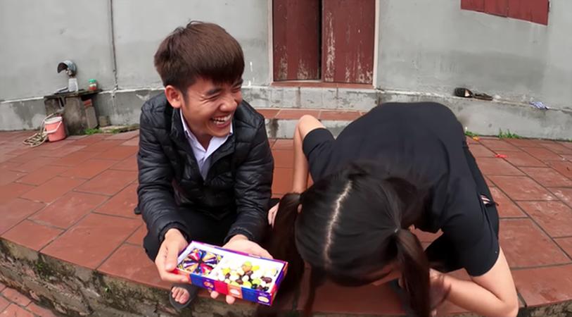 """Con trai bà Tân Vlog lại bị tố là diễn lố, bắt trend cũ rích"""" khi mang món kẹo thối đi troll mẹ-5"""