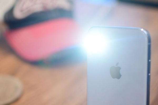 4 cách bật hoặc tắt đèn pin trên iPhone-1