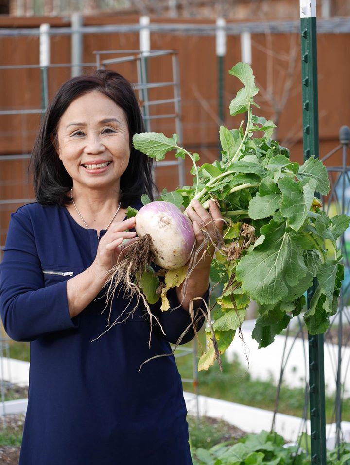 Khu vườn rộng 1000m² với đủ loại rau Việt do con gái tặng mẹ trên đất Mỹ xa xôi-21