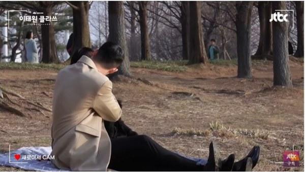 """Ngất lịm clip hậu trường Park Seo Joon ngấu nghiến đè hôn điên nữ"""" ở Tầng Lớp Itaewon-2"""