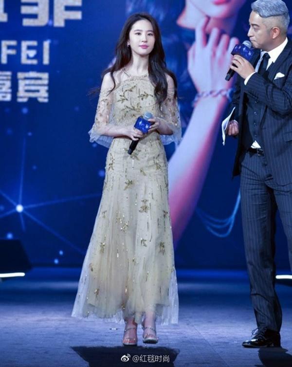 Màn đụng độ giữa Son Ye Jin và Lưu Diệc Phi 3 năm trước vẫn khiến dân tình cân não-6