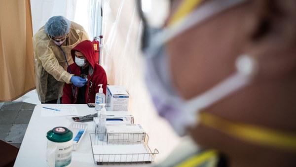 Mỹ thừa nhận hết hy vọng kiểm soát sự lây lan của virus corona, từ bỏ xét nghiệm diện rộng và đổi chiến thuật chống lại đại dịch Covid-19-2