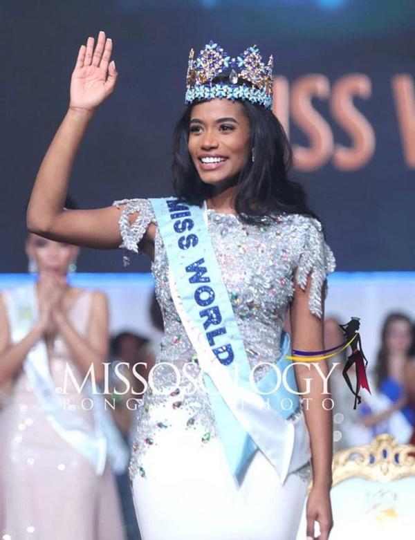 Chủ tịch Miss World Julia Morley dương tính với Covid-19, đương kim Hoa hậu thế giới và loạt nàng hậu phải cách ly-2