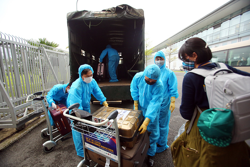 Chia sẻ từ sân bay Nội Bài của những người về nước để an toàn hơn-5