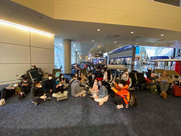 40 du học sinh Việt Nam mắc kẹt ở sân bay Mỹ-1