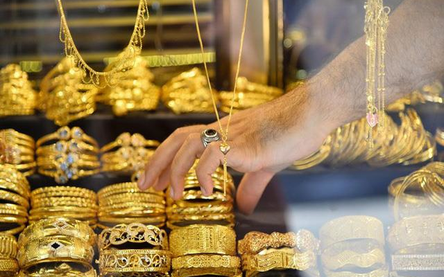 Đừng liều ôm vàng, tiền mặt bây giờ là vua-2