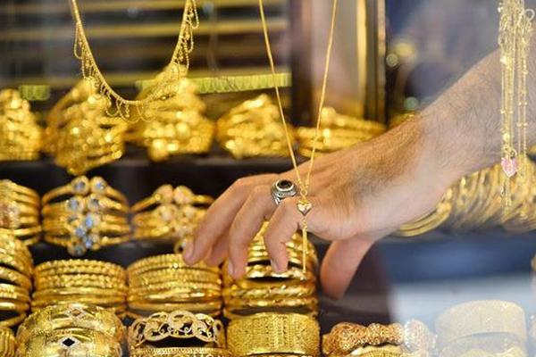 Đừng liều ôm vàng, tiền mặt bây giờ là 'vua' - giá vàng