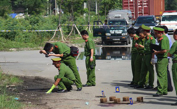 Thanh niên dùng roi điện tấn công nữ tài xế Grab rồi cướp xe trước căn biệt thự ở Sài Gòn-1