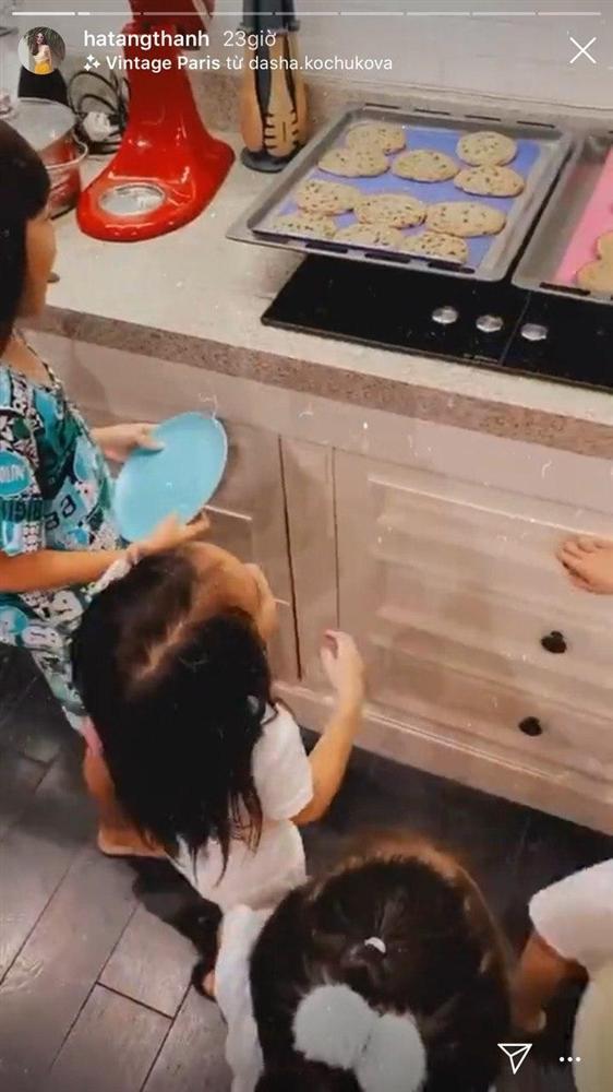 Con gái Tăng Thanh Hà mới 2 tuổi 10 tháng nhưng đã làm một hành động khiến mẹ phát khóc-5