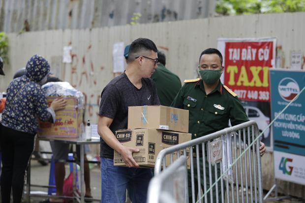 Chủ tịch Hà Nội: Không nên tiếp tế đồ ăn, các trường hợp cách ly đều đang được thành phố chăm sóc tốt-1