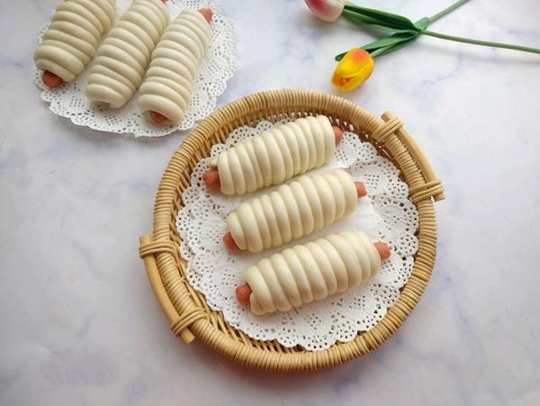 Khỏi lo sáng mai ăn gì với món bánh bao cuộn xúc xích ngon miễn chê-5