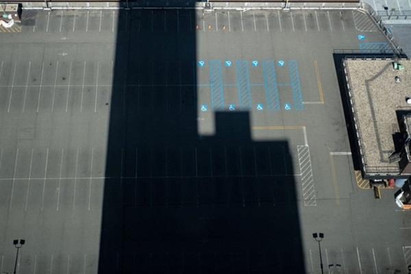 Nước Mỹ vắng vẻ lạ thường giữa đại dịch Covid-19: Những quảng trường, con đường, khu vui chơi nổi tiếng nay không một bóng người-2