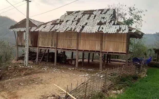Mưa đá viên to bằng cái bát con làm thủng 500 mái nhà, mận rơi đầy gốc ở Mộc Châu-1