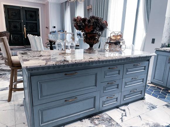 Cận cảnh không gian căn bếp thiết kế theo phong cách tân cổ điển trong biệt thự của gia đình Đăng Khôi-5