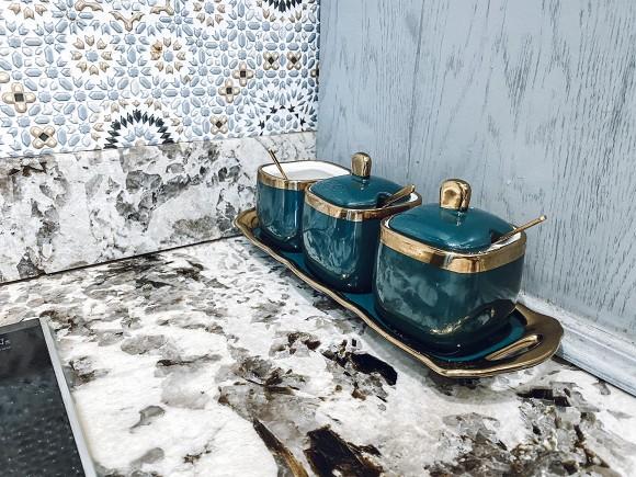 Cận cảnh không gian căn bếp thiết kế theo phong cách tân cổ điển trong biệt thự của gia đình Đăng Khôi-6